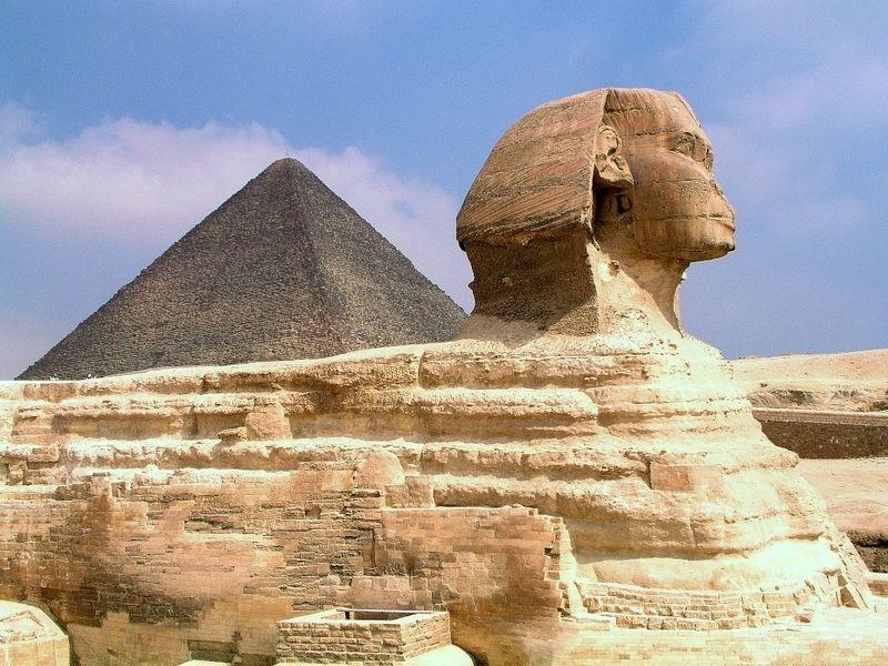 A szfinx és a piramis