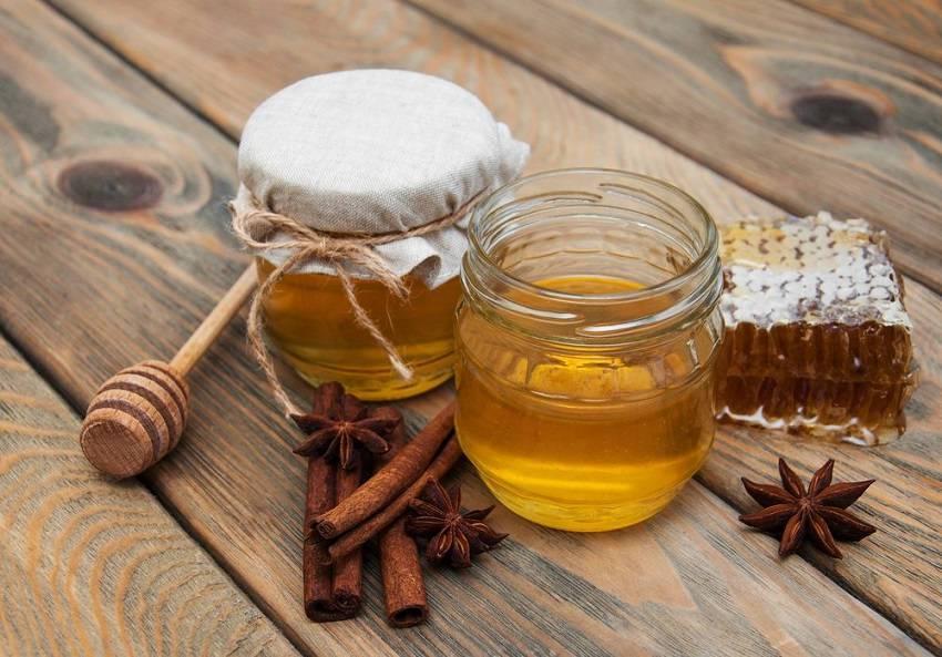 Méz fűszerekkel