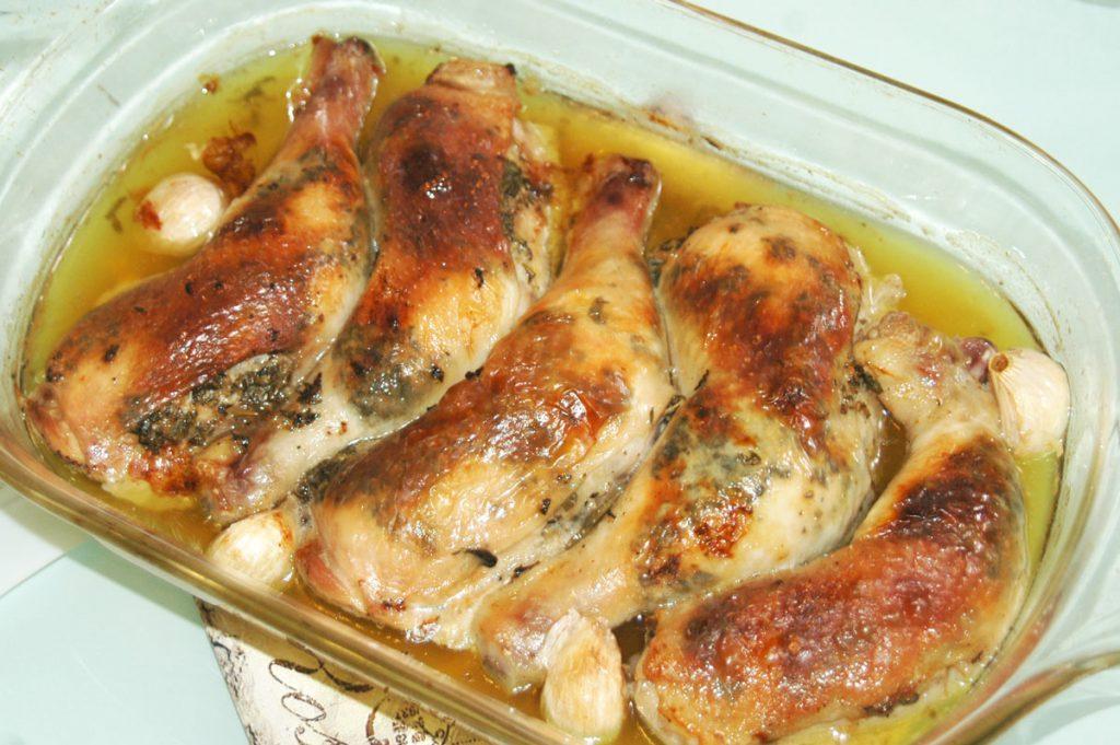 Zöldfűszeres vajjal töltött csirkecomb