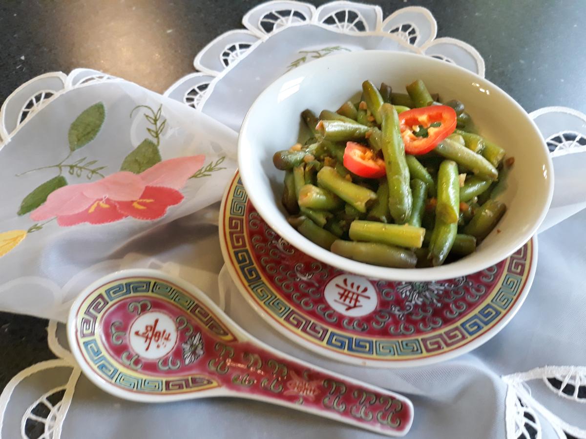 Keleti zöldbab saláta