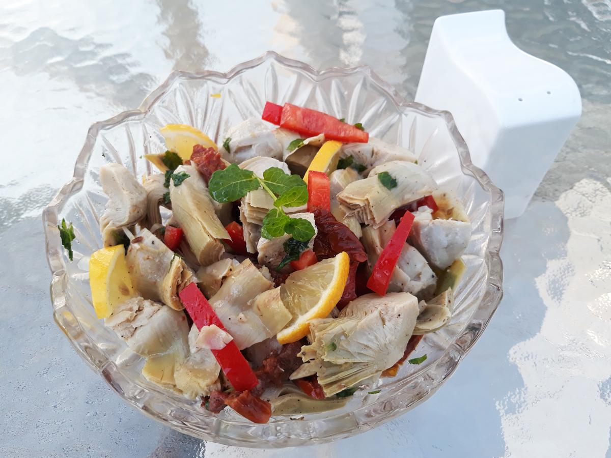 Mentás bébi articsóka saláta