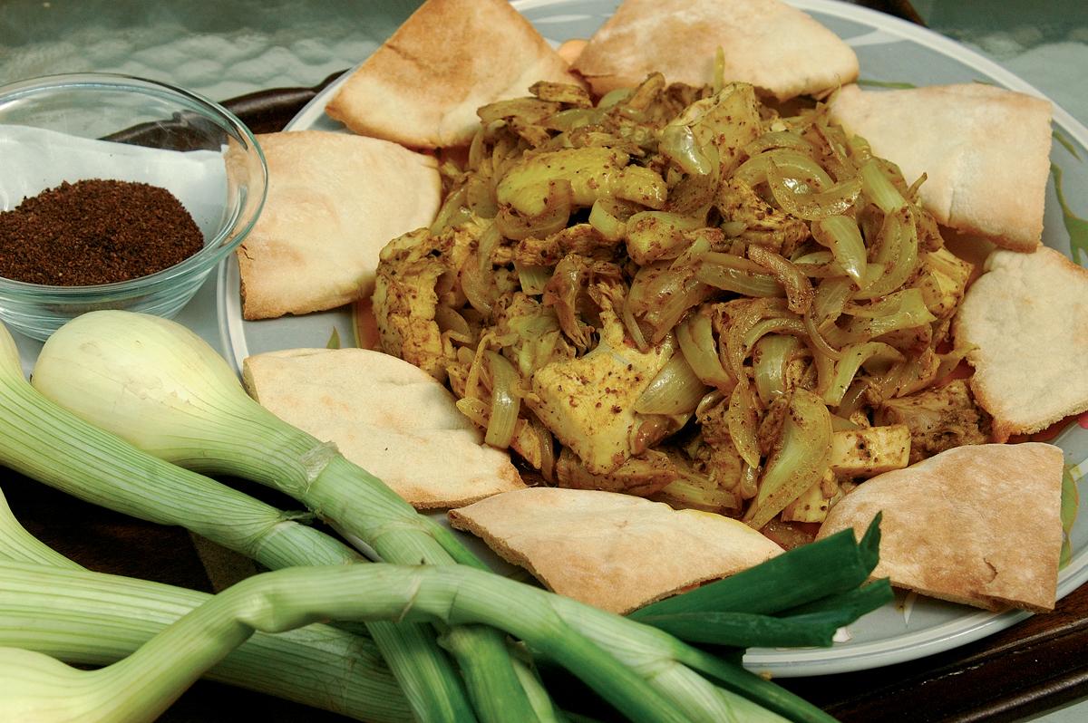 mousakhan - hagymás, szömörcés csirke pitán