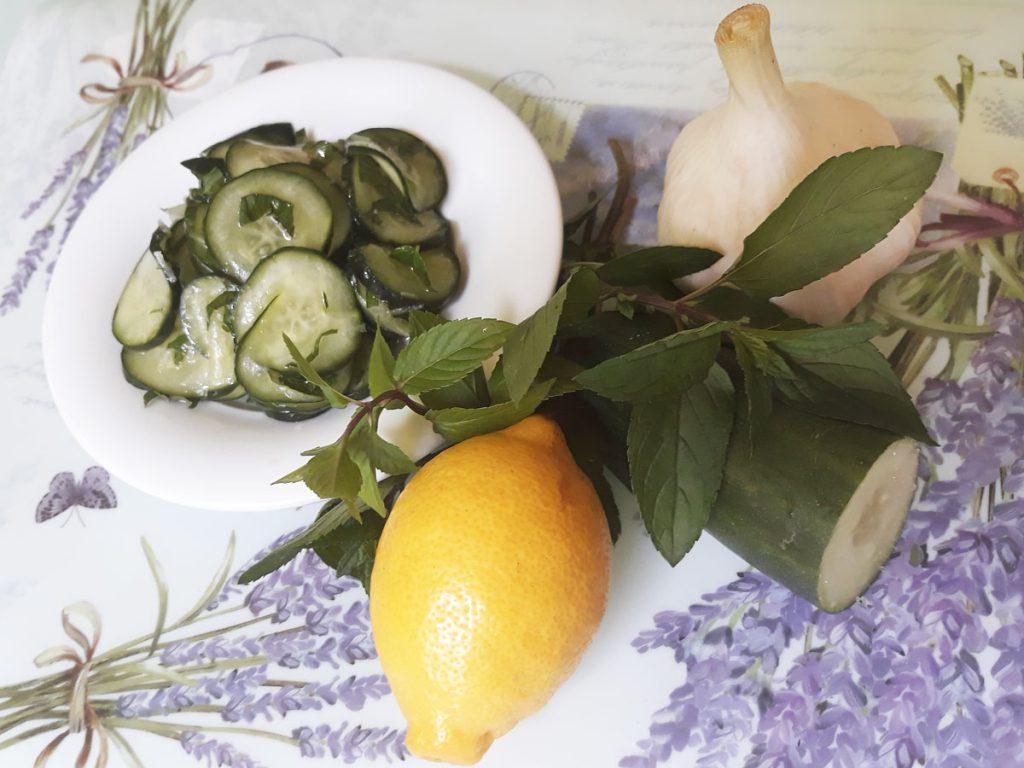 Mentás uborka saláta