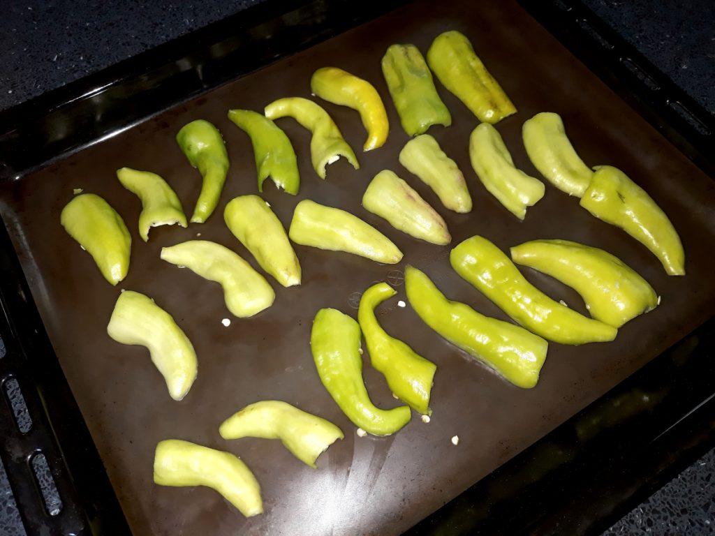 Sült paprika saláta
