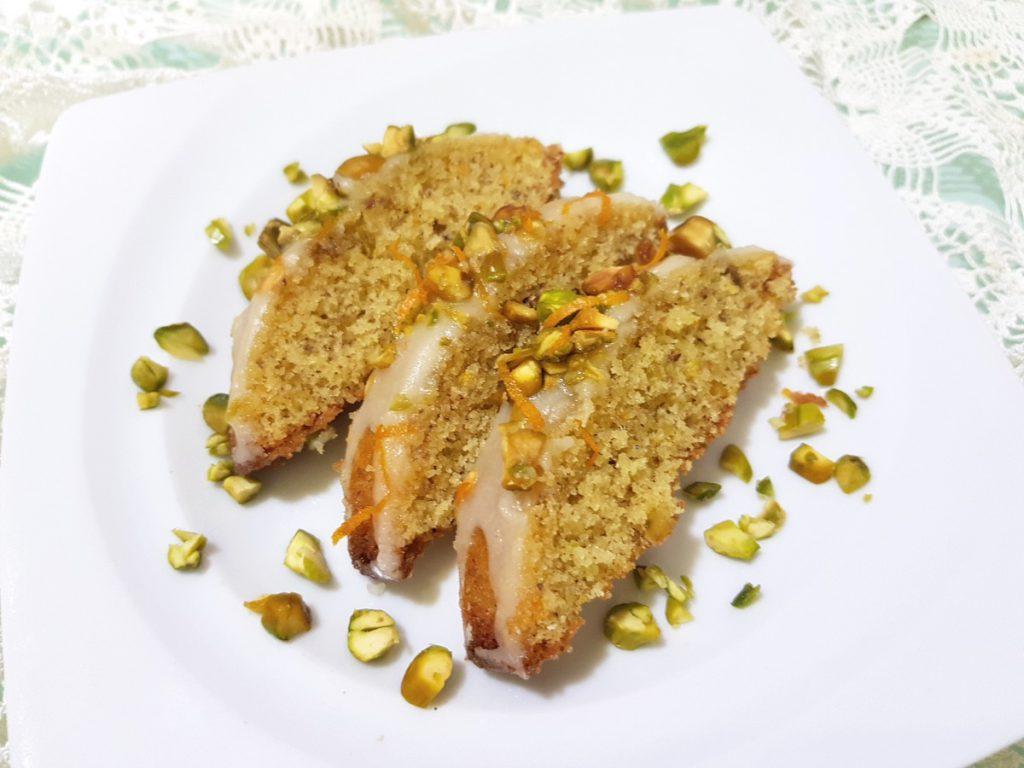 Pisztáciás, kardamomos sütemény szeletek