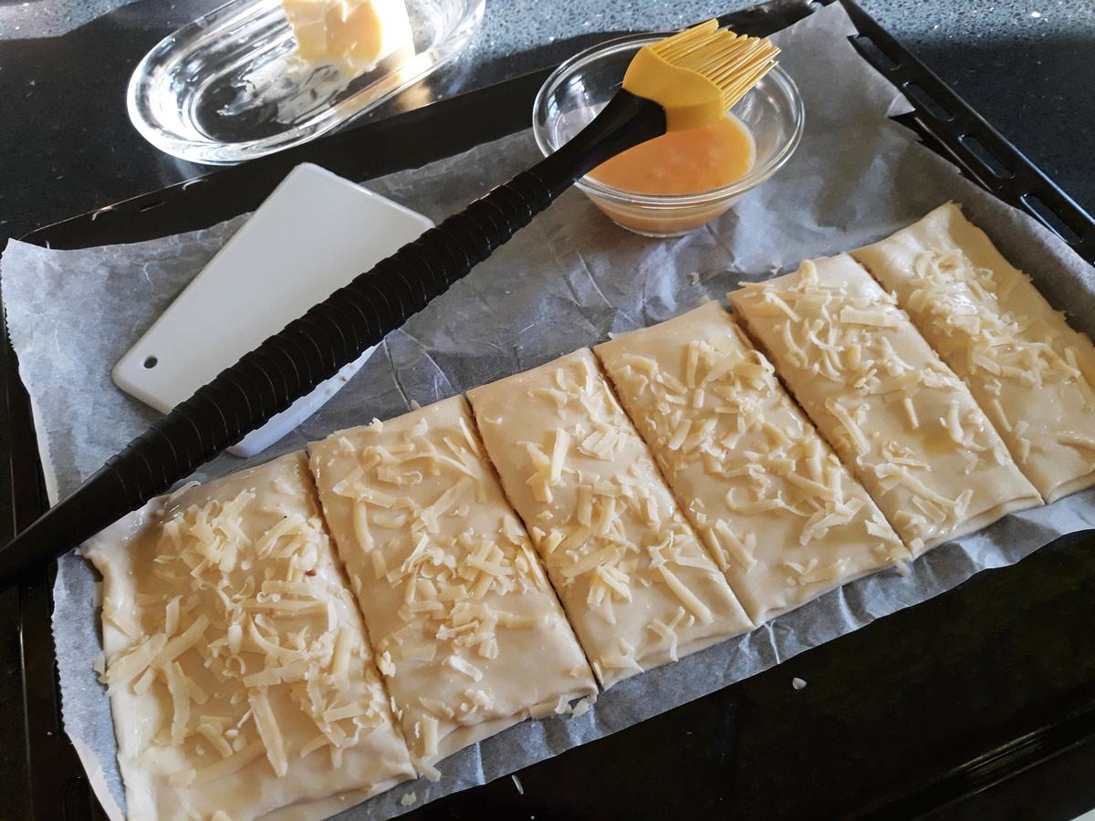 Sok sajtos táska leveles tésztából