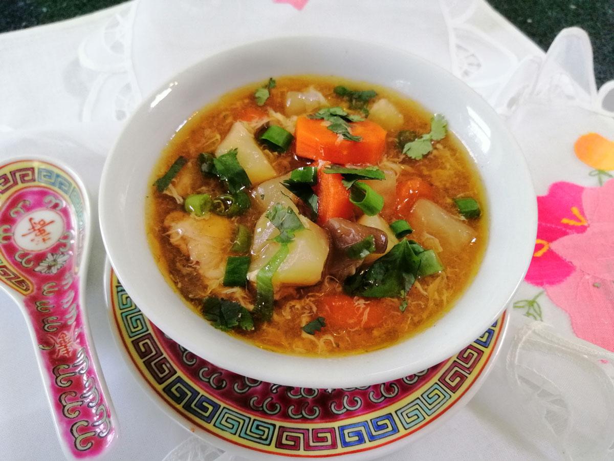 Csípős-savanyú csirke leves